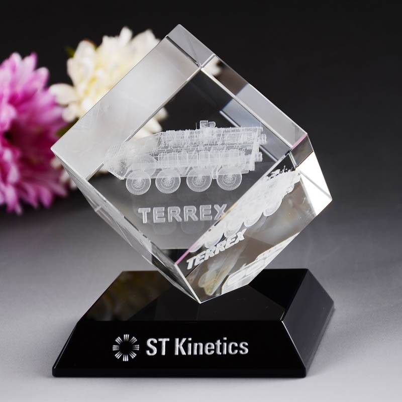 Clear Transparent Crystal Cube Award on Black Base For Business Gift XH0094
